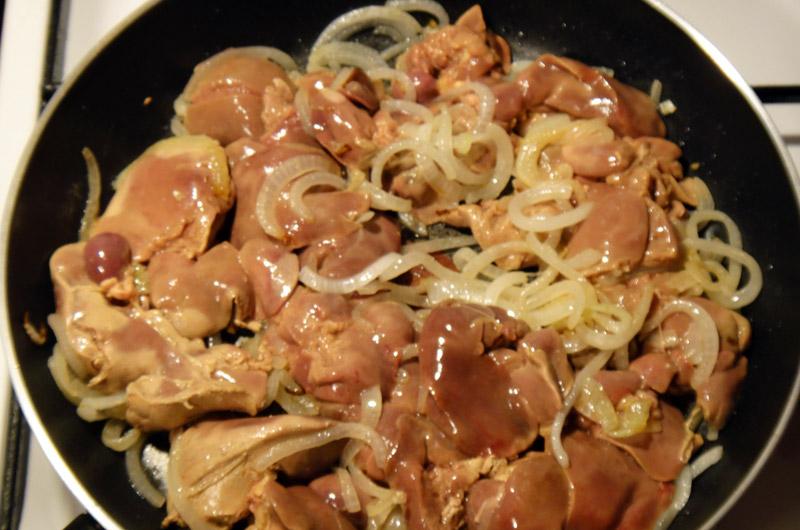 Печень куриная жареная с луком в сметане рецепт 112